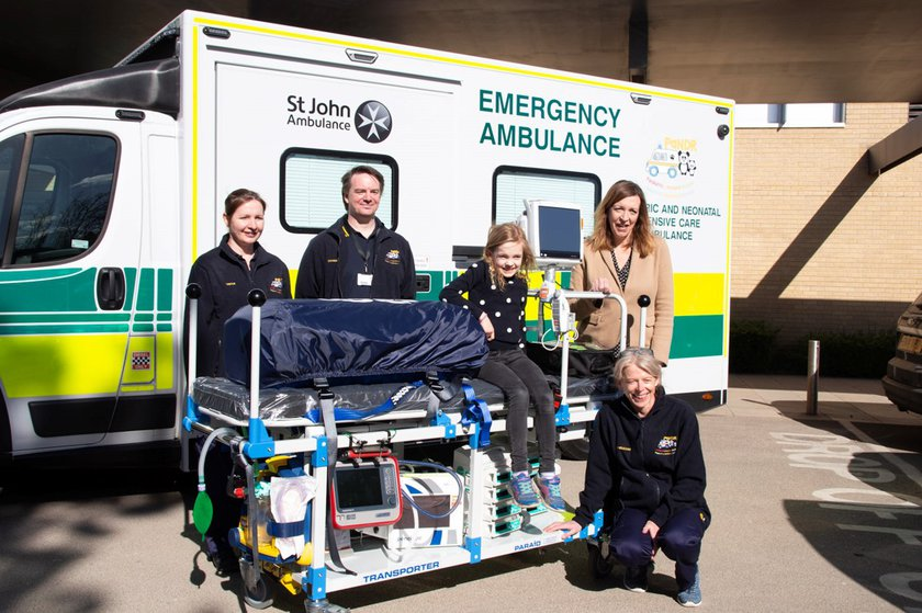 The new PaNDR ambulance with the team behind the initiative