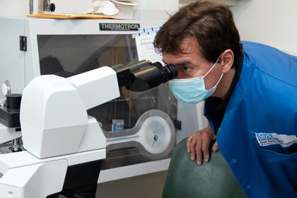 Jean-Christophe Novelli visits Cambridge Genomic Laboratory