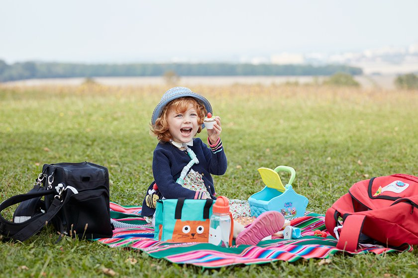 Phoebe having picnic