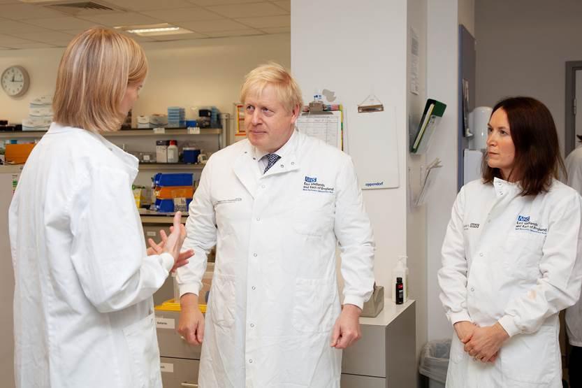 Boris Johnson visits the genomic laboratory