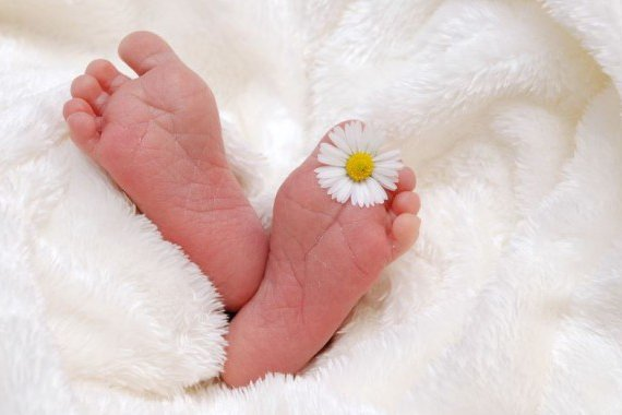 flower between baby toes